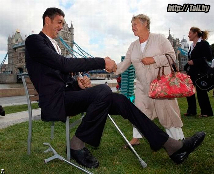 Фотография Султана Косена - самого высокого человека в мире