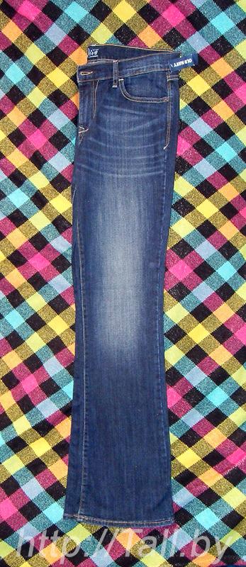 Материал джинс средней толщины, немного стрейчевый