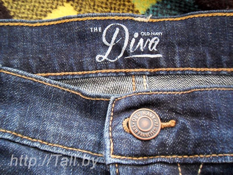 На поясе с внутренней стороны видим надпись The Diva OldNavy