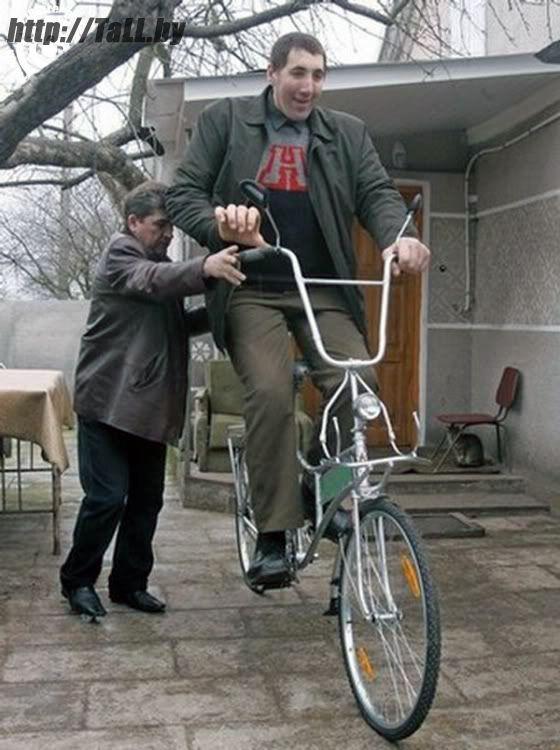 Леонид на самом большом в мире велосипеде
