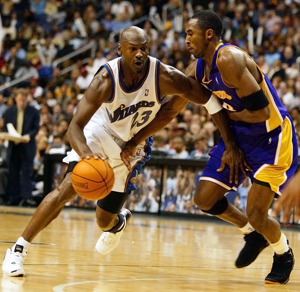 Майкл Джордан возвращается в баскетбол с командой Вашингтон Уизардс, 2001