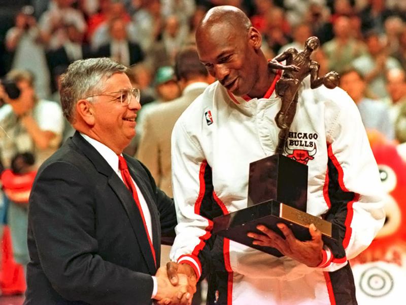 Майкл Джордан и комиссионер НБА Дэвид Стерн, 1993