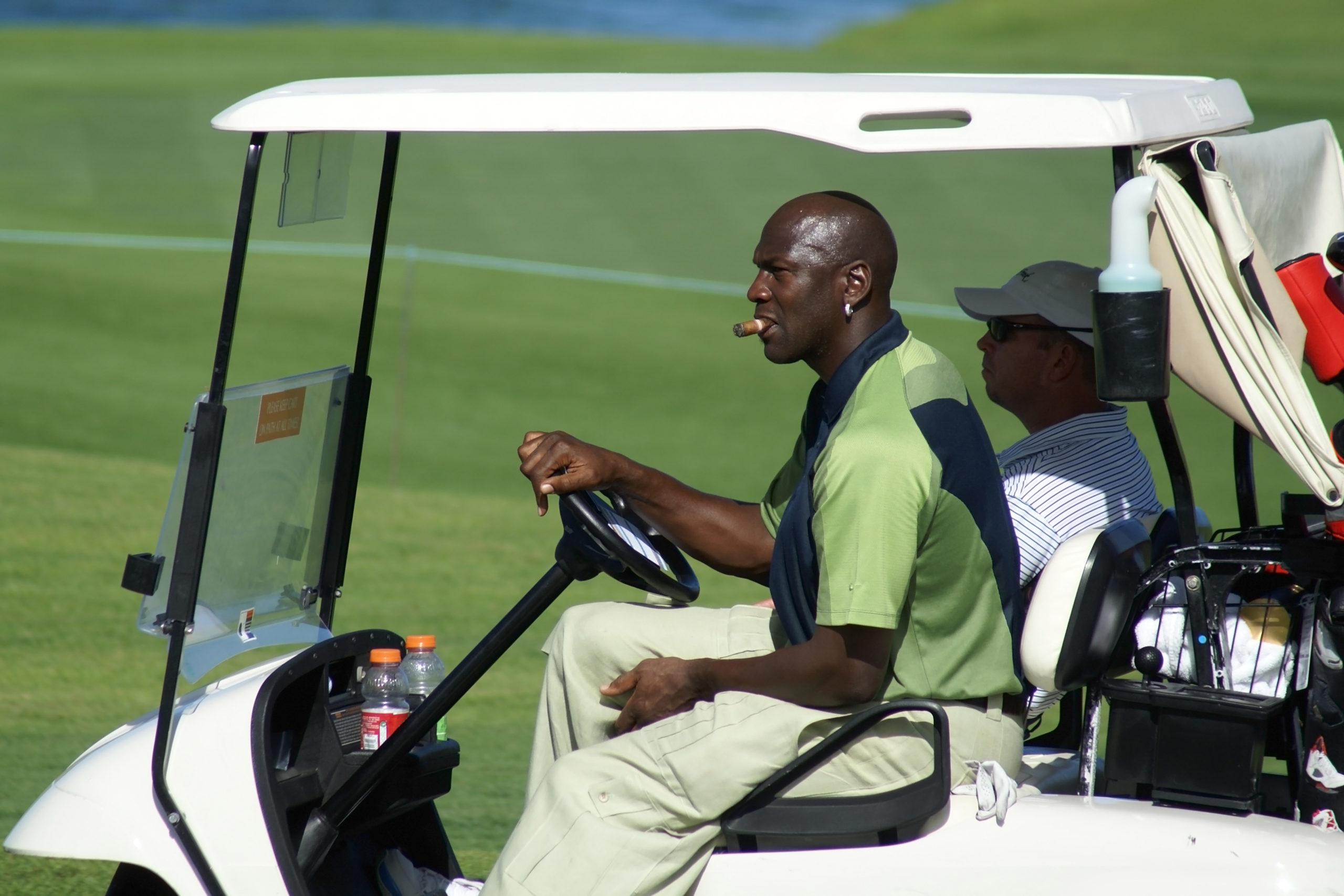 Майкл Джордан в свободное время увлекается гольфом.