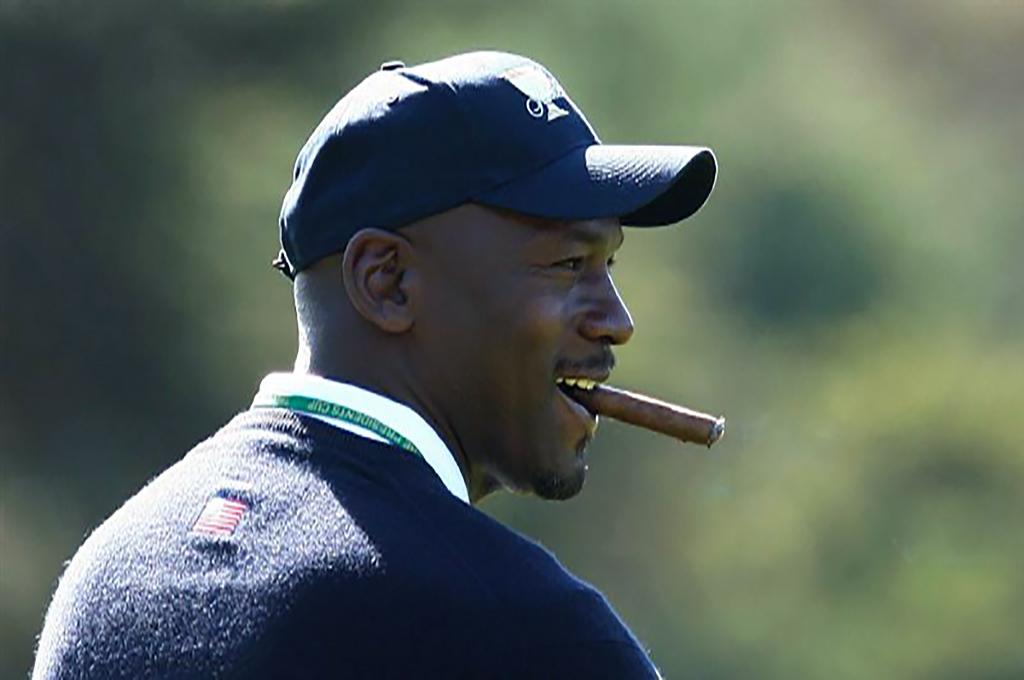 Майкл Джордан с сигарой