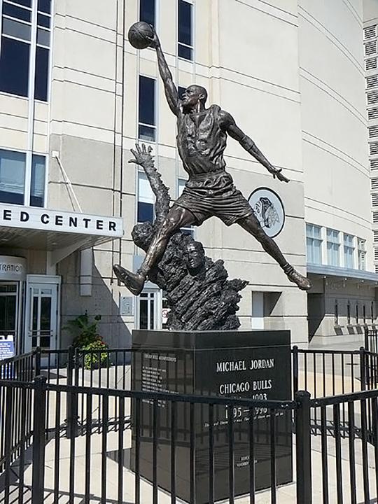 Статуя Майкла Джордана