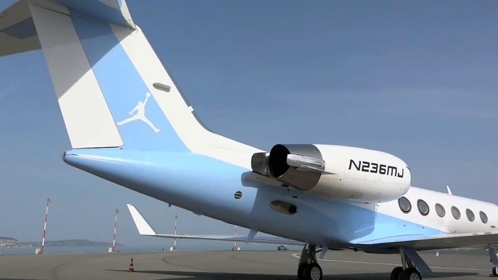 Личный самолет Майкла Джордана с бортовым номером N236MJ